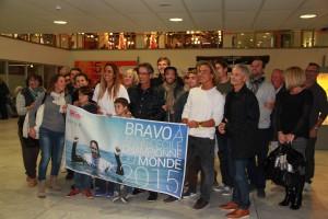 Comité d'accueil chaleureux à l'aéroport de Bordeaux Mérignac